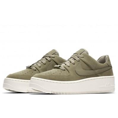 nike air force 1 sage low groen