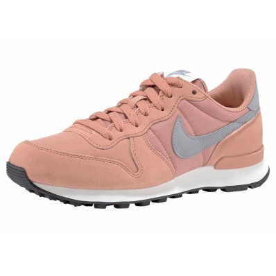 roze nike sneakers internationalist wmns